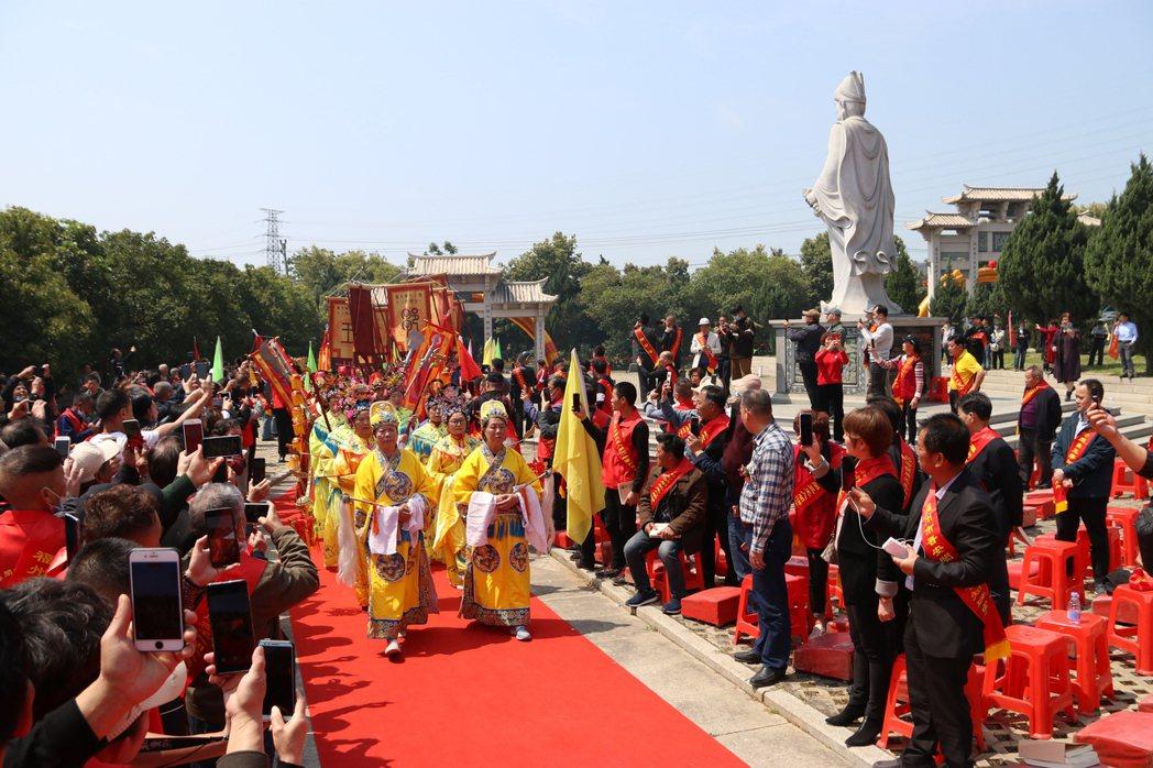 閩台連線共祭開閩三王大典在福州、台中舉行。中新社