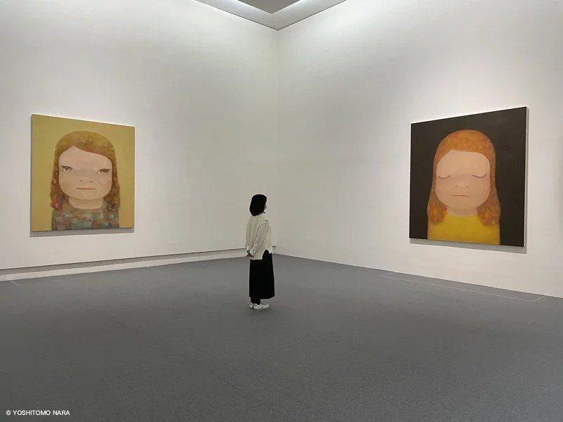 中華文化總會邀請日本當代藝術家奈良美智來台辦首次特展,左為他為台灣而畫的新作「朦朧潮濕的一天 Hazy Humid Day」,右為「月光小姐Miss Moonlight」。圖/文化總會提供、©YOSHITOMO NARA