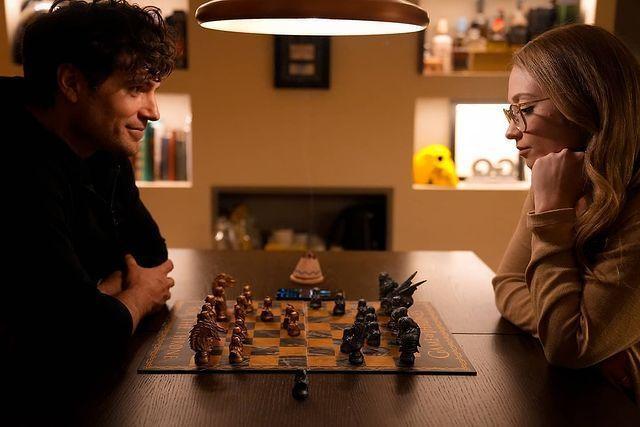 亨利卡維爾(左)發布照片認了與娜塔莉維斯庫索(右)交往。圖/摘自Instagra...