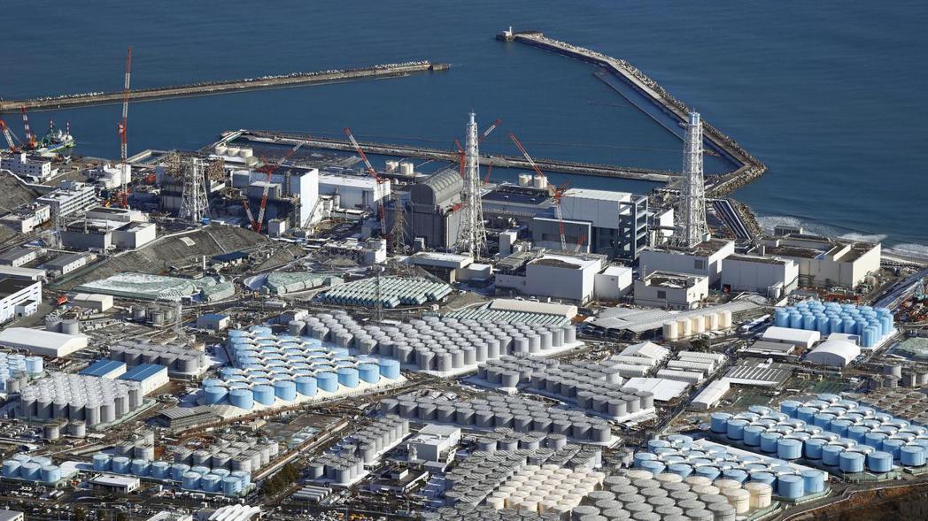 日本政府將於十三日上午召開相關閣僚會議,正式敲定福島核廢水排放方針。圖為福島第一...