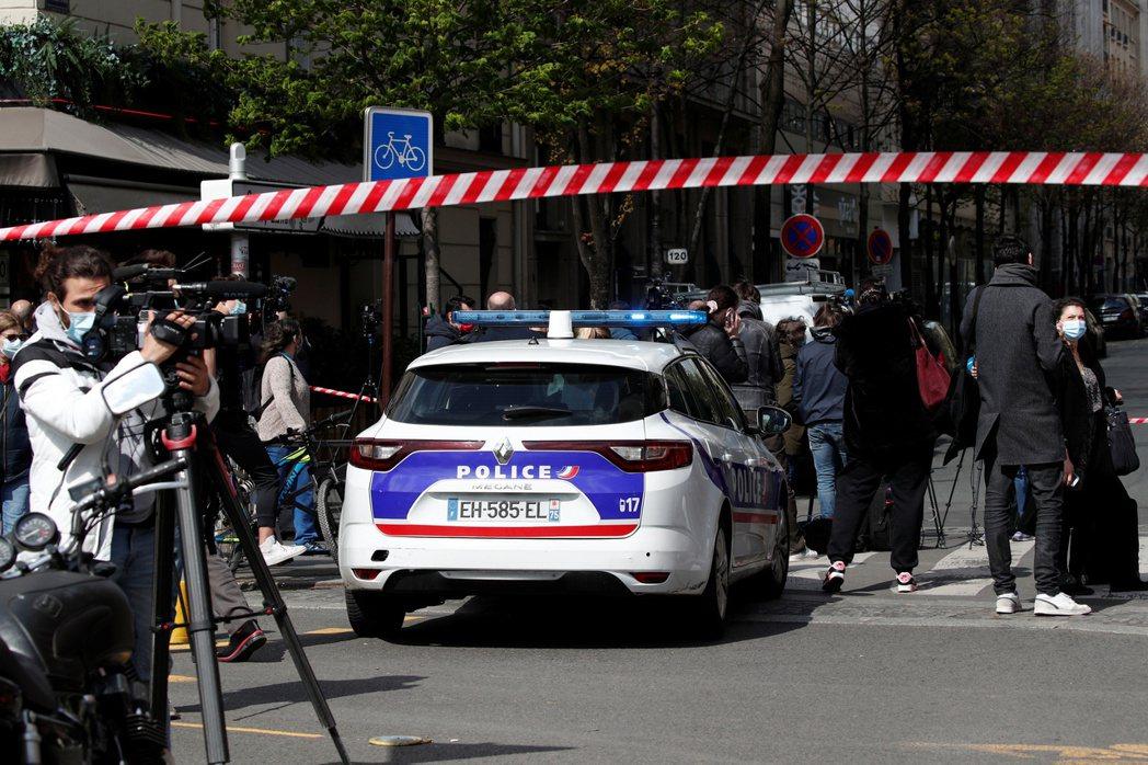 法國巴黎亨利.杜南醫院前在十二日發生槍擊案,已知一死一傷,嫌犯騎摩托車逃逸。警方...