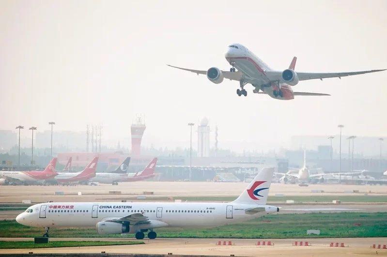 疫情之下,許多人認為搭飛機是十分難得的事。路透