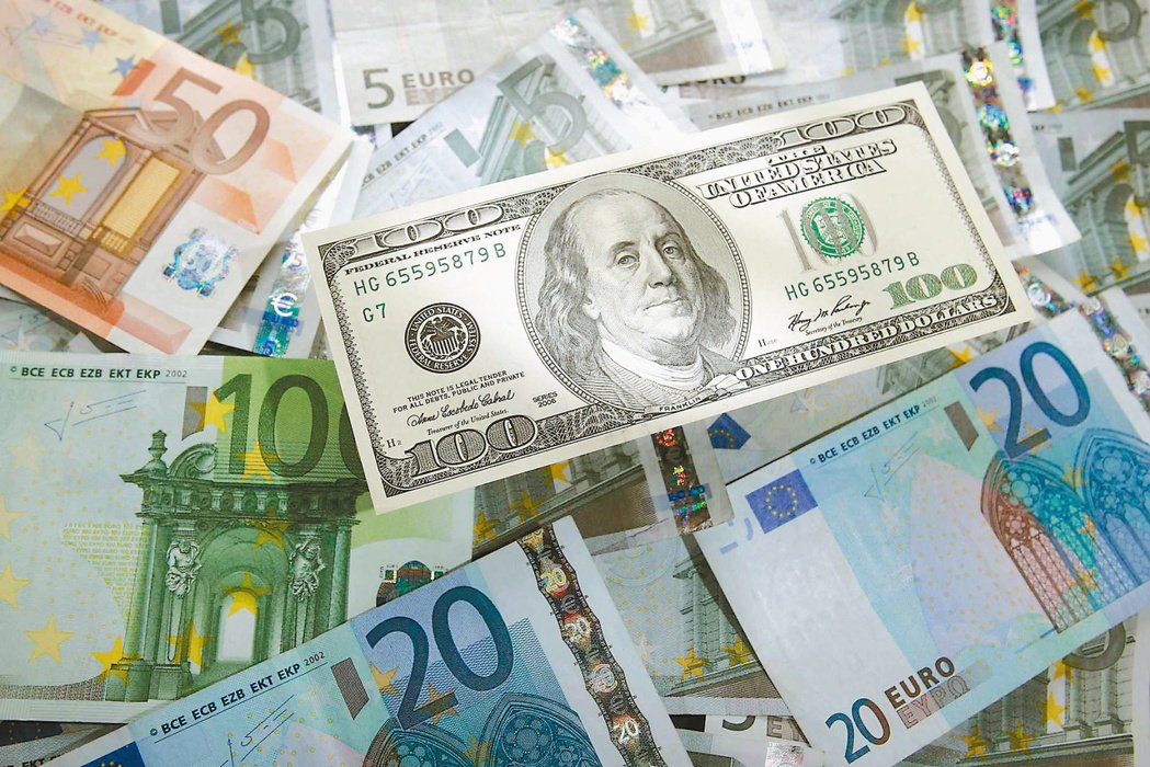 美國聯準會官員鴿派政策立場和主席鮑爾談話為債市添信心,吸引資金進駐。(本報系資料...