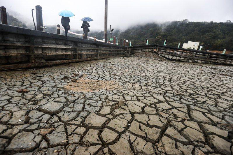 地球溫室氣體排放量大增,導致氣候異常,台灣中部今年發生旱災,各大水庫探底,碳中和成為台灣重要的發展趨勢。聯合報系資料照/記者黃仲裕攝影