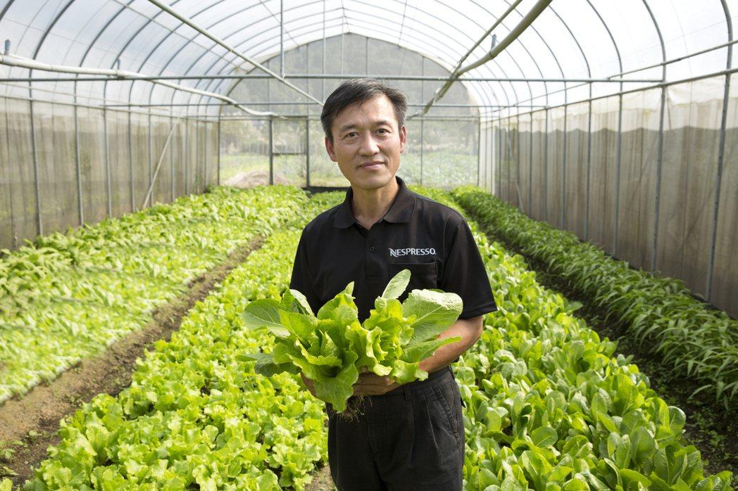 有機農夫高志誠將咖啡渣用以農作長達一年的研究與實作後發現,咖啡渣富含的有機質確實...