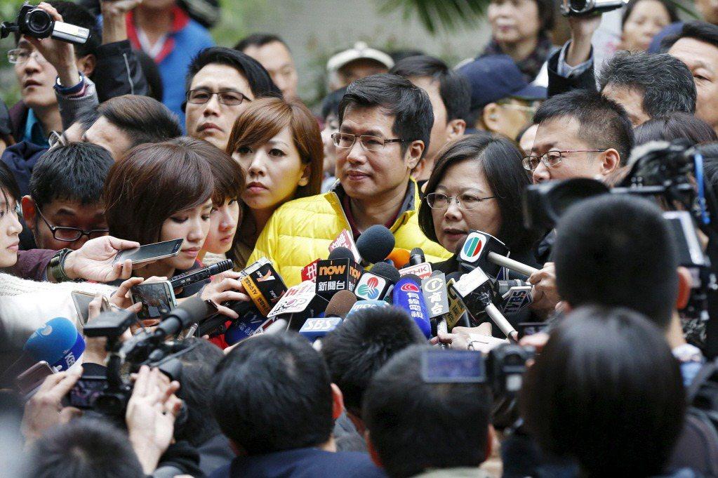 先理解台灣電視新聞的困境,才能正確看待華視進駐新聞頻道的意義。 圖/路透社