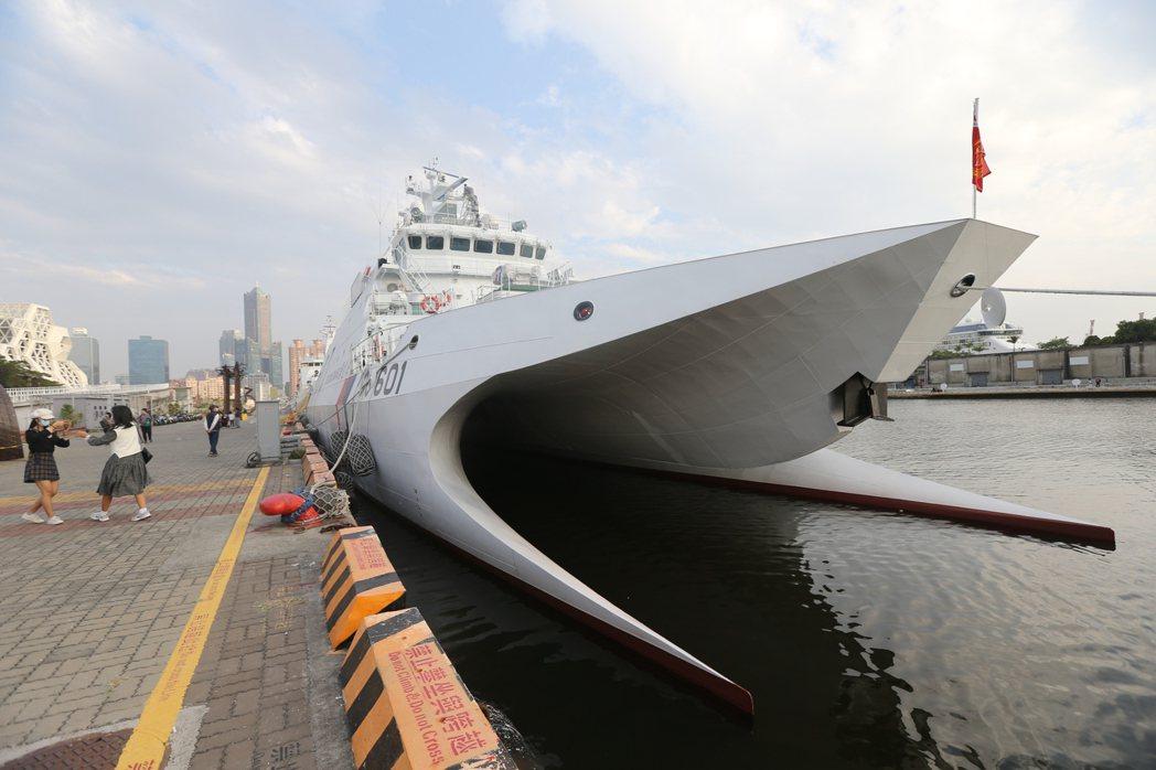 近來海岸巡防署傳出正積極爭取設立航空分署,希望能購置12架大型定翼機與8架直升機。圖為海巡署艦艇。 圖/聯合報系資料照