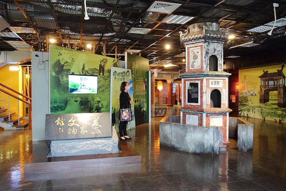 美濃客家文物館透過實物、多媒體等生動展示,讓民眾近距離感受客家生活文化。  圖...