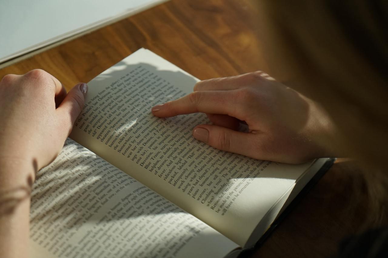 你會閱讀,你看懂中文,英文,阿拉伯文,日文...這些文詞的認識,且變成有意義的符...