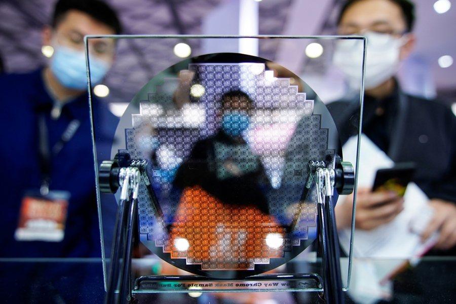 字節跳動宣布要進軍半導體,商湯科技、阿里巴巴、騰訊等AI巨頭也都有自己的晶片計畫,顯示中國已進入新一波的半導體熱潮。 圖/路透社