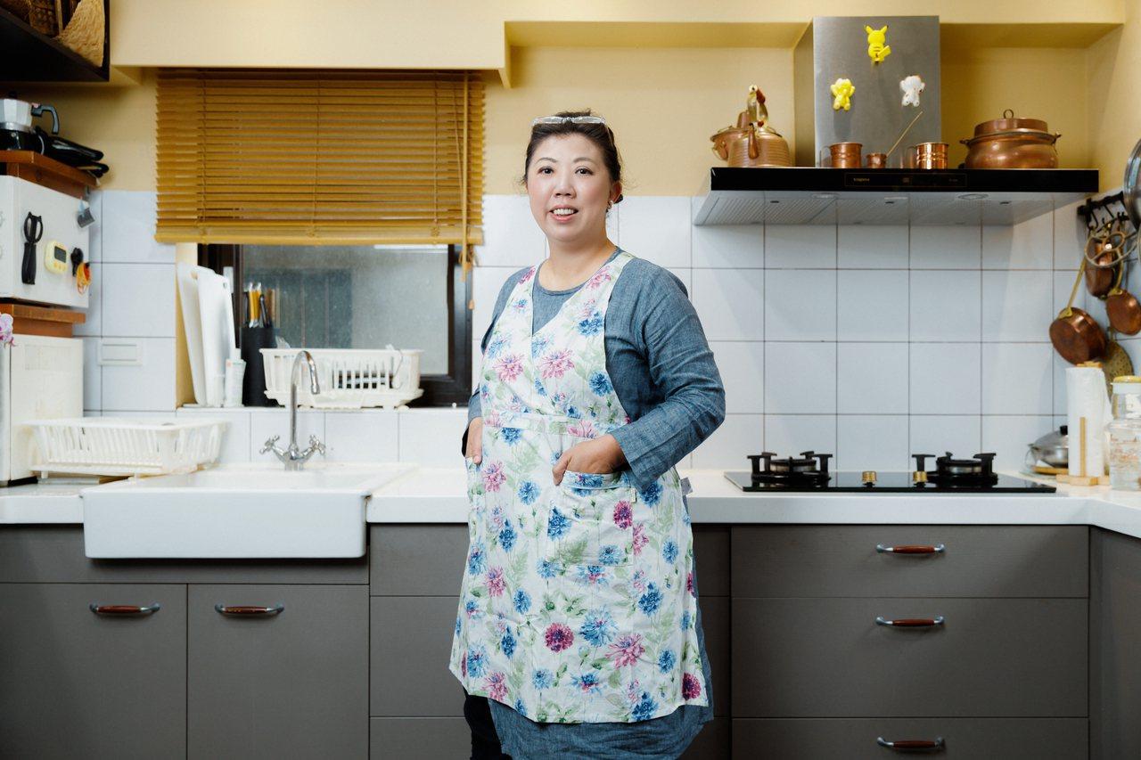 擁有20多年料理經驗的烹飪達人阿芳老師,在疫情不能出國的這段期間,迷上了戶外露營...