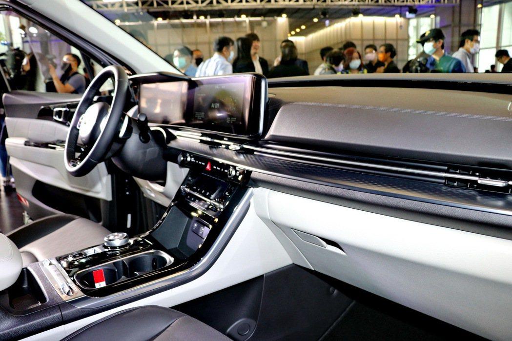 搭載同級唯一的Panoramic環景式數位座艙,由12.3吋整合智慧型全數位儀錶...