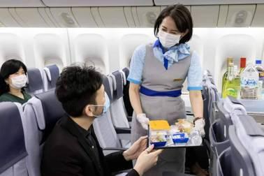 旅日作家張維中/客廳靠窗的飛機餐