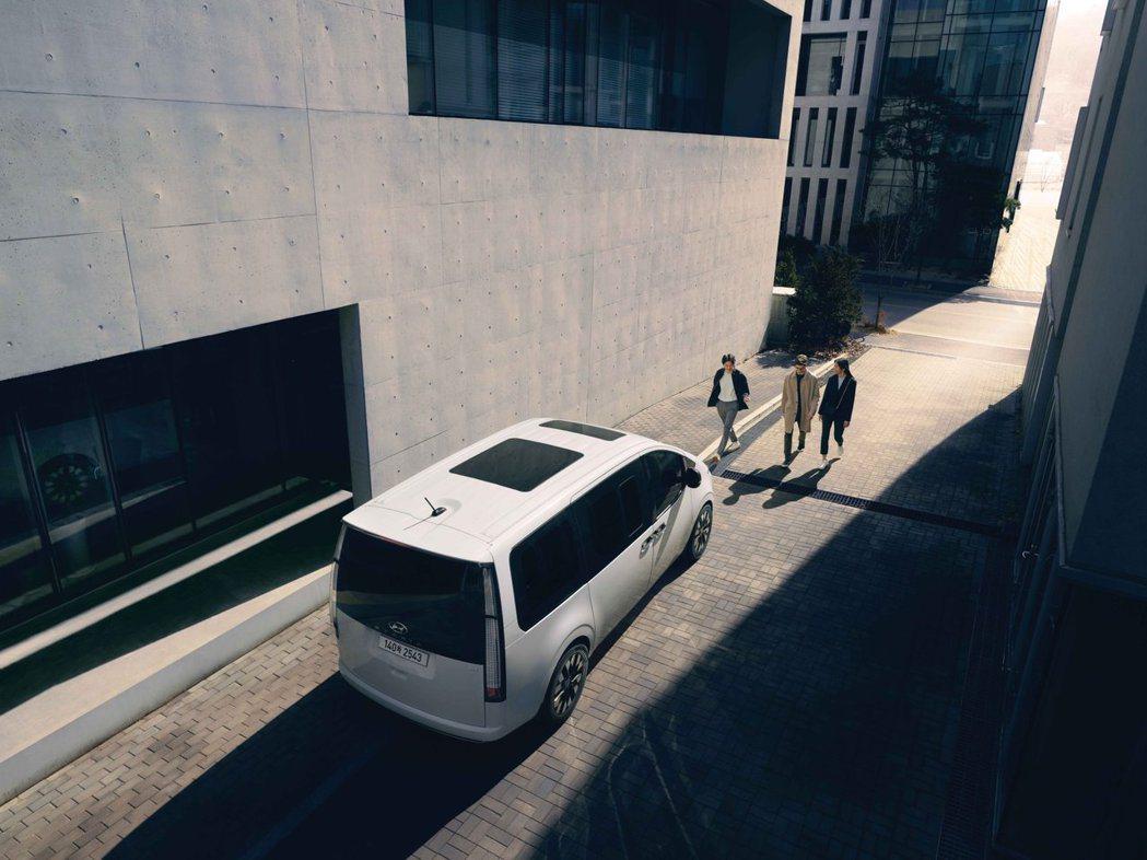 作為Starex的後繼車,全新Hyundai Staria今年立下在韓國年販38...