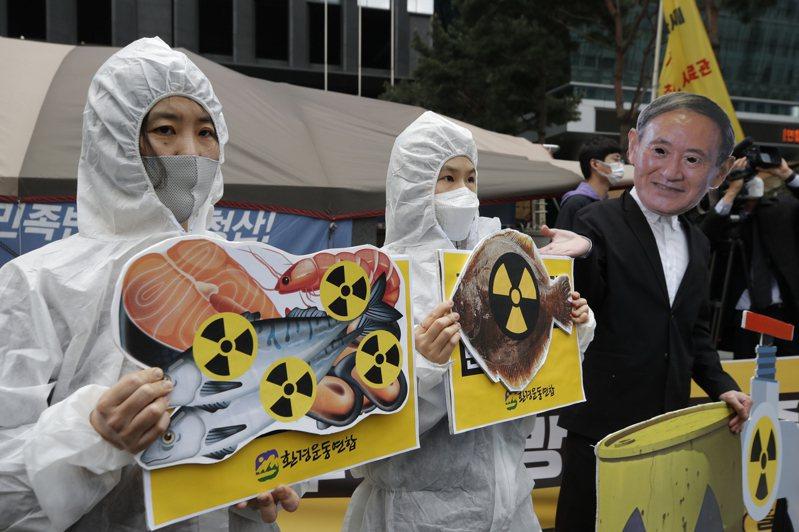 日本決定把福島第一核電廠的核廢水稀釋,預計兩年後排放大海,當地民眾唯恐「輻射魚」上餐桌。 美聯社