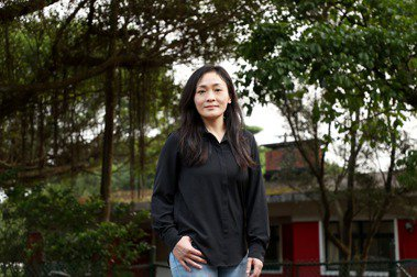 徐堰鈴認為自己恰好身處劇場發展的黃金時代,積極接觸厲害的表演老師與劇團。 圖/余承翰攝影