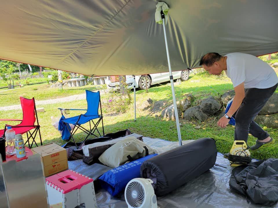 阿芳老師經常在臉書粉絲團分享露營生活的點滴,圖為在加利利海石梯坪海景露營區。圖/...