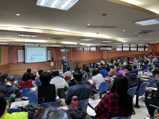 中全聯理事長顧明津醫師參與課程講解,座無虛席。 中全聯/提供