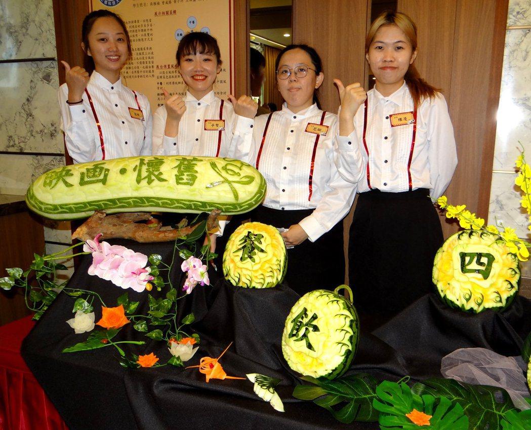 學生製作懷舊復古風格的菜色,展現濃濃創意。 正修/提供