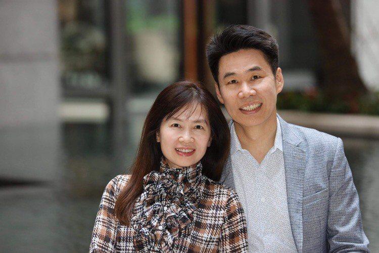 柳大謙與妻子簡秀如攜手一起離開教壇、踏入商場,完成自己的創業夢。(本人提供)