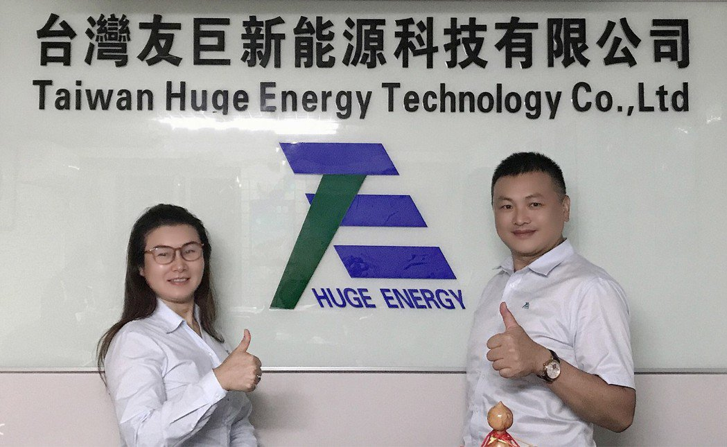 台灣友巨總經理王安妮(左)、執行長賴鴻勝。 翁永全/攝影