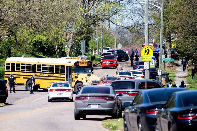 田州東奧斯汀菁英高中(Austin-East Magnet High School)發生一起槍擊案,一死一傷,另有一人遭拘留。 路透社