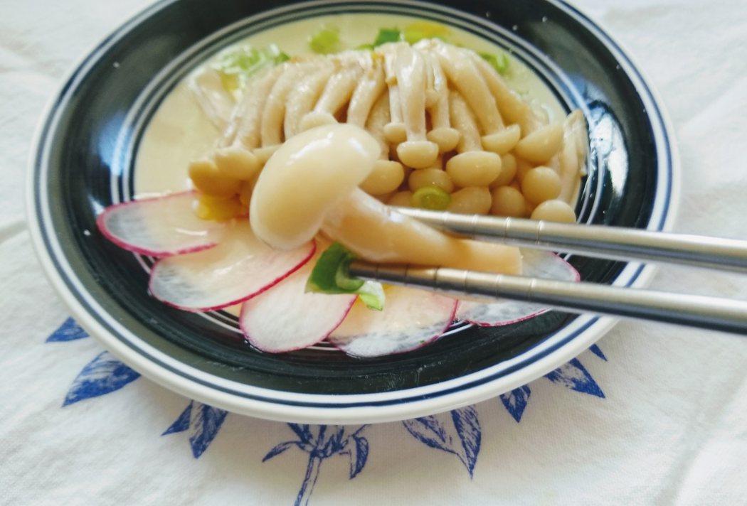 圖文:美國番媽/大同電鍋料理/清蒸白玉菇