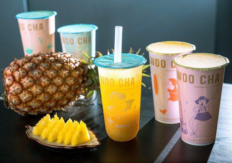 金茶伍新推出「鳳梨普拉斯」,並攜手H.H先生推出5款美美聯名杯。圖/金茶伍提供