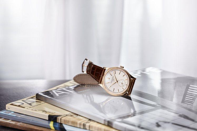 Calatrava編號6119R-001巴黎飾釘腕表,39毫米玫瑰金表殼配銀色細...
