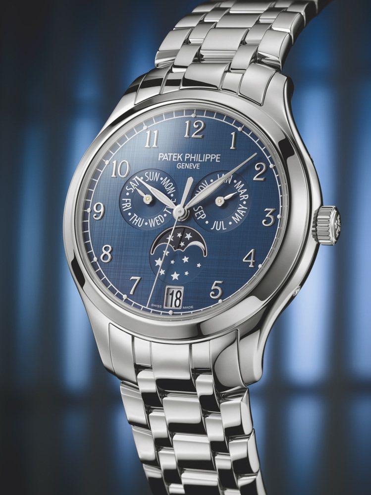 編號4947/1A-001年曆腕表,38毫米不鏽鋼配藍色山東蠶絲面、精鋼鍊帶、3...