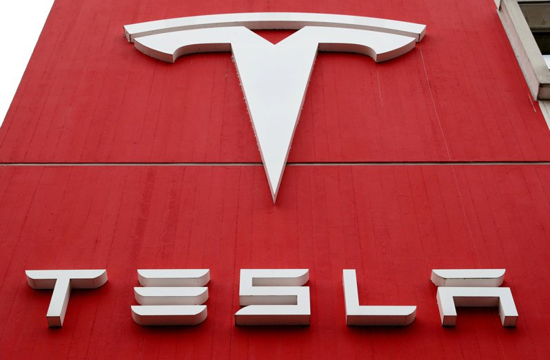 Canaccord分析師看好特斯拉(Tesla)的電池事業,大幅調高目標價。  路透