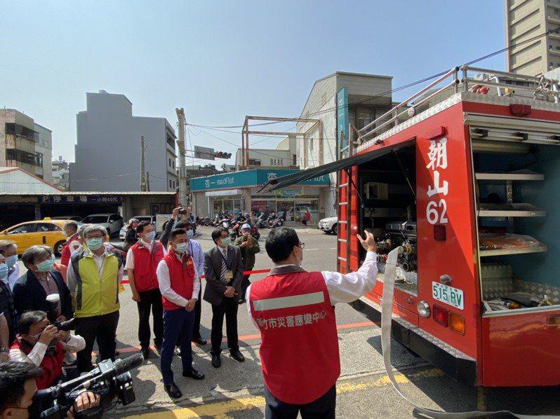 新竹市府盤整轄內醫院、洗腎中心用水需求,林智堅今與轄內8大醫院代表進行醫療院所緊急供水演練。記者王駿杰/攝影