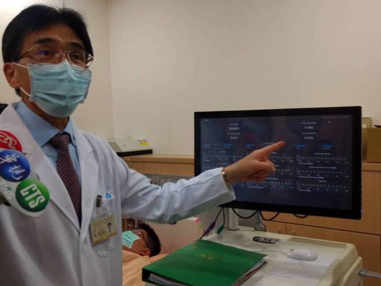 北榮內科部主任唐德成說明「AI即時血液透析」系統在臨床上的應用。記者陳碧珠/攝影