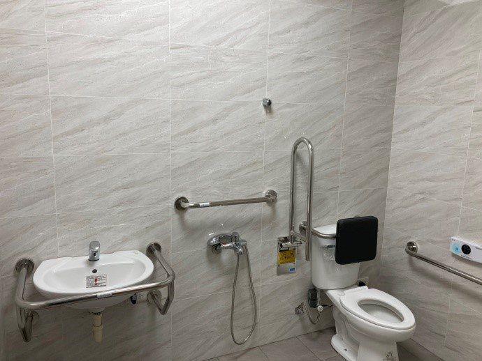 大安濱海旅客服務中心的無障礙廁所。圖/台中市政府提供