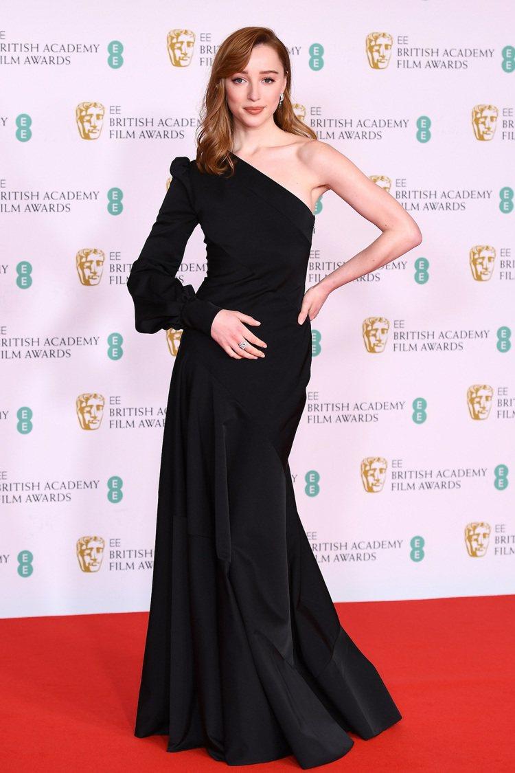 菲比戴尼弗配戴路易威登出席第74屆英國電影學院獎頒獎典禮。圖/路易威登提供