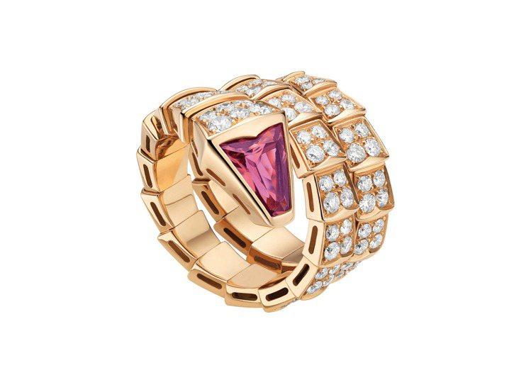 BVLGARI Serpenti Viper玫瑰金鑽石與紅碧璽戒指,約80萬3,...