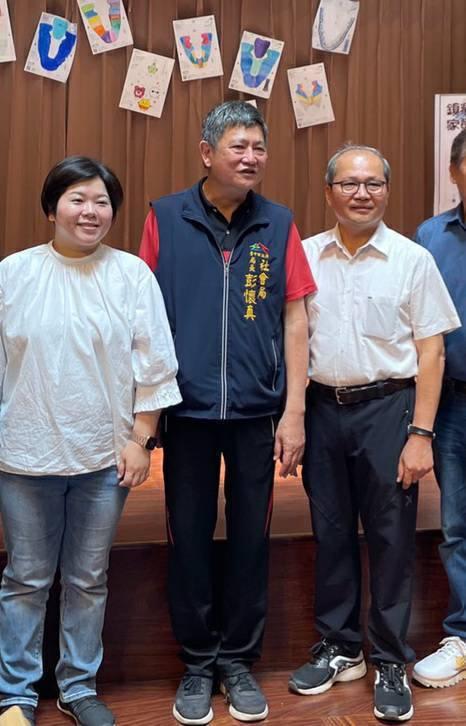 台中市政府社會局長彭懷真(中)AZ疫苗後,出現發燒發抖,今天請假。圖/聯合報系資料照片
