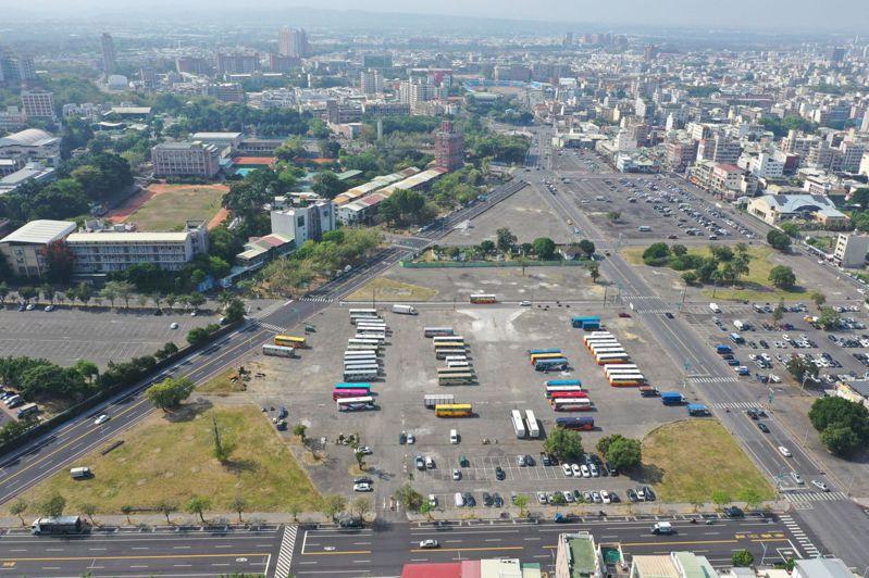 嘉義市建國二村面積高達9.29公頃,此為由北往南的空拍。圖/嘉義市政府提供