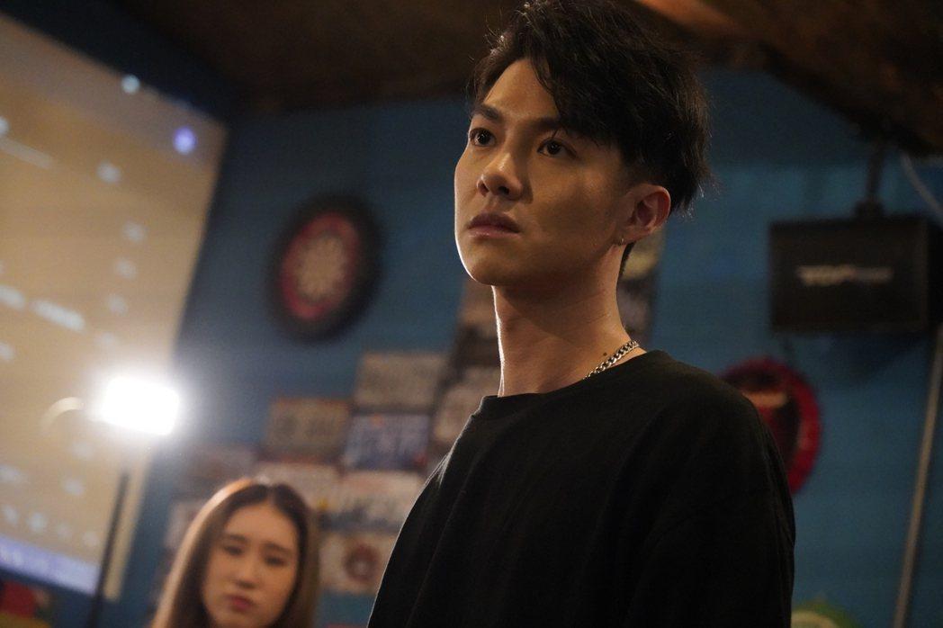 陳信維在「我在追劇找世界」中飾演火爆浪子。圗/伊林娛樂提供