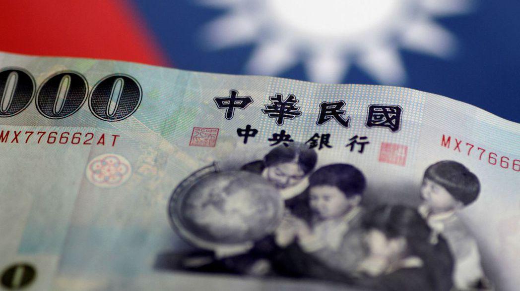 今年以來,新台幣兌美元已貶值0.5%。路透
