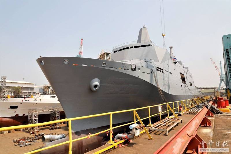在船塢中的玉山艦,注意船艏水線以下有側推車葉,以利靈活轉彎。圖/國防部青年日報提供