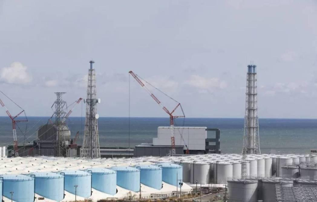 日本福島第一核電廠在311核災後持續產生輻射汙水,日本政府決定將稀釋後的核廢水排...