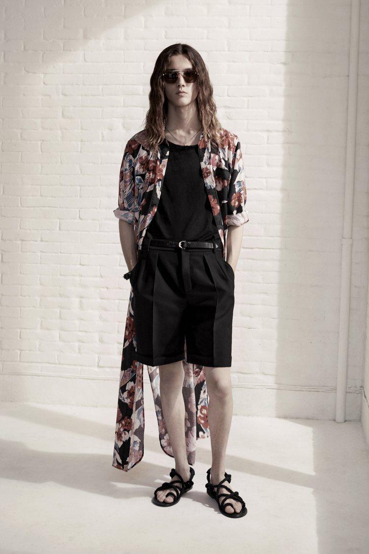Saint Laurent春夏夏威夷衫系列長袍。圖/Saint Laurent提...