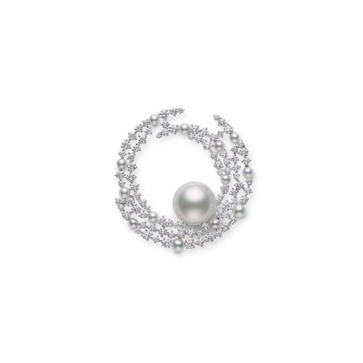 MIKIMOTO頂級珠寶系列南洋珍珠鑽石胸針,1,39萬元。圖/MIKIMOTO...
