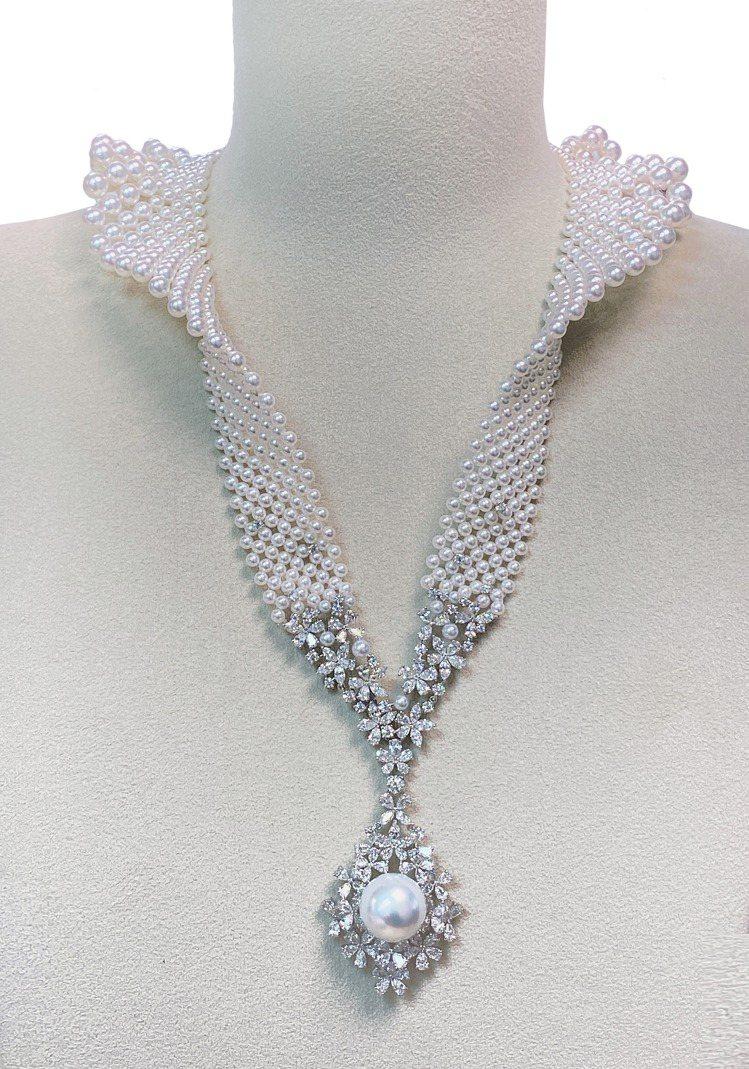 MIKIMOTO頂級珠寶系列珍珠鑽石立領造型墜鍊,459萬元。圖/MIKIMOT...