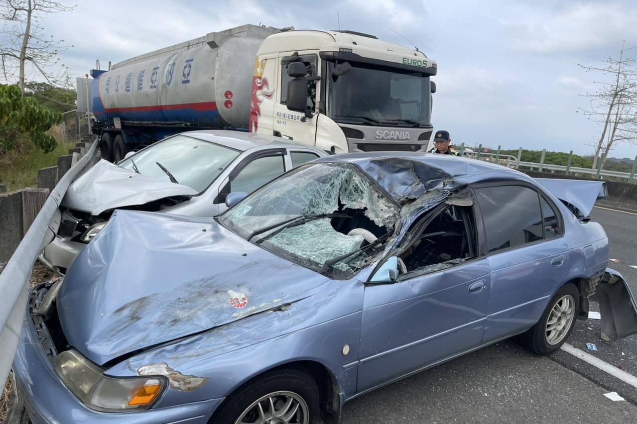 國三台南柳營5車追撞 5人輕重傷送醫