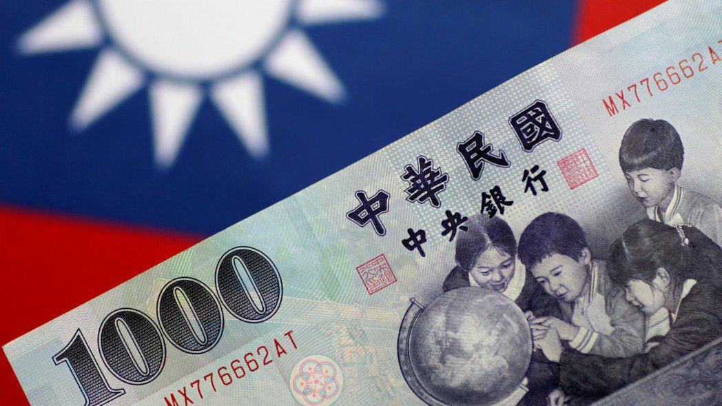市場對台灣被列為匯率操縱國的預期升高,新台幣已自3月時的高點貶值逾2%。
