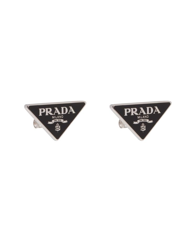 三角標誌耳環,14,000元。圖/PRADA提供