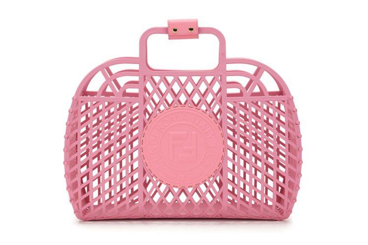 FENDI Basket中型尺寸造型包款,28,500元。圖/FENDI提供