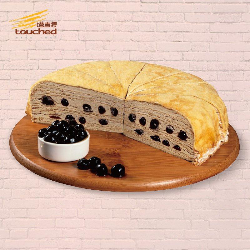 塔吉特「黑糖珍珠千層蛋糕」,全家便利商店預購價800元。圖/全家便利商店提供
